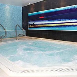 Fulham gym jacuzzi pool