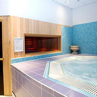 Battersea gym jacuzzi