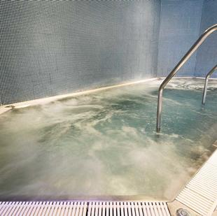Manchester Printworks fitness and wellbeing jacuzzi