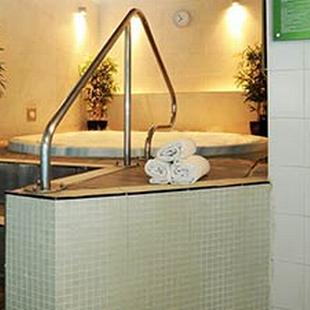 Farnham gym jacuzzi and sauna