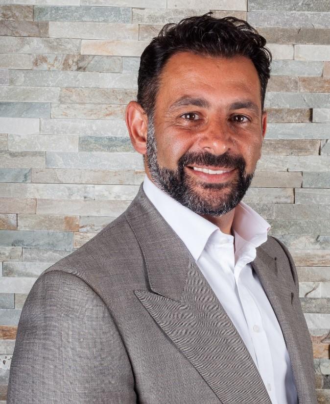 Mr Amir Nakhdjevani