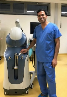 Mr Ajit Shetty with the Mako robotic arm
