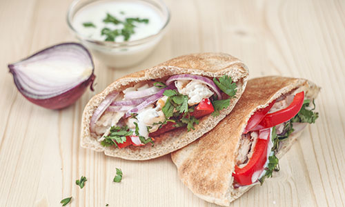 Pitta bread with chicken and salad