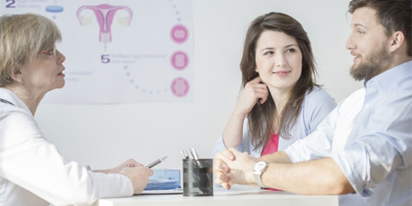 Couple with fertility consultant