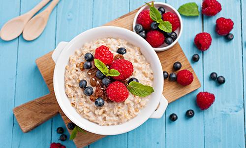 Porridge with raspberries