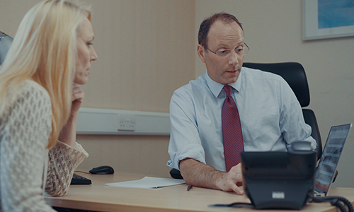 Consultant and patient discussing treatment in one-on-one mini advice session