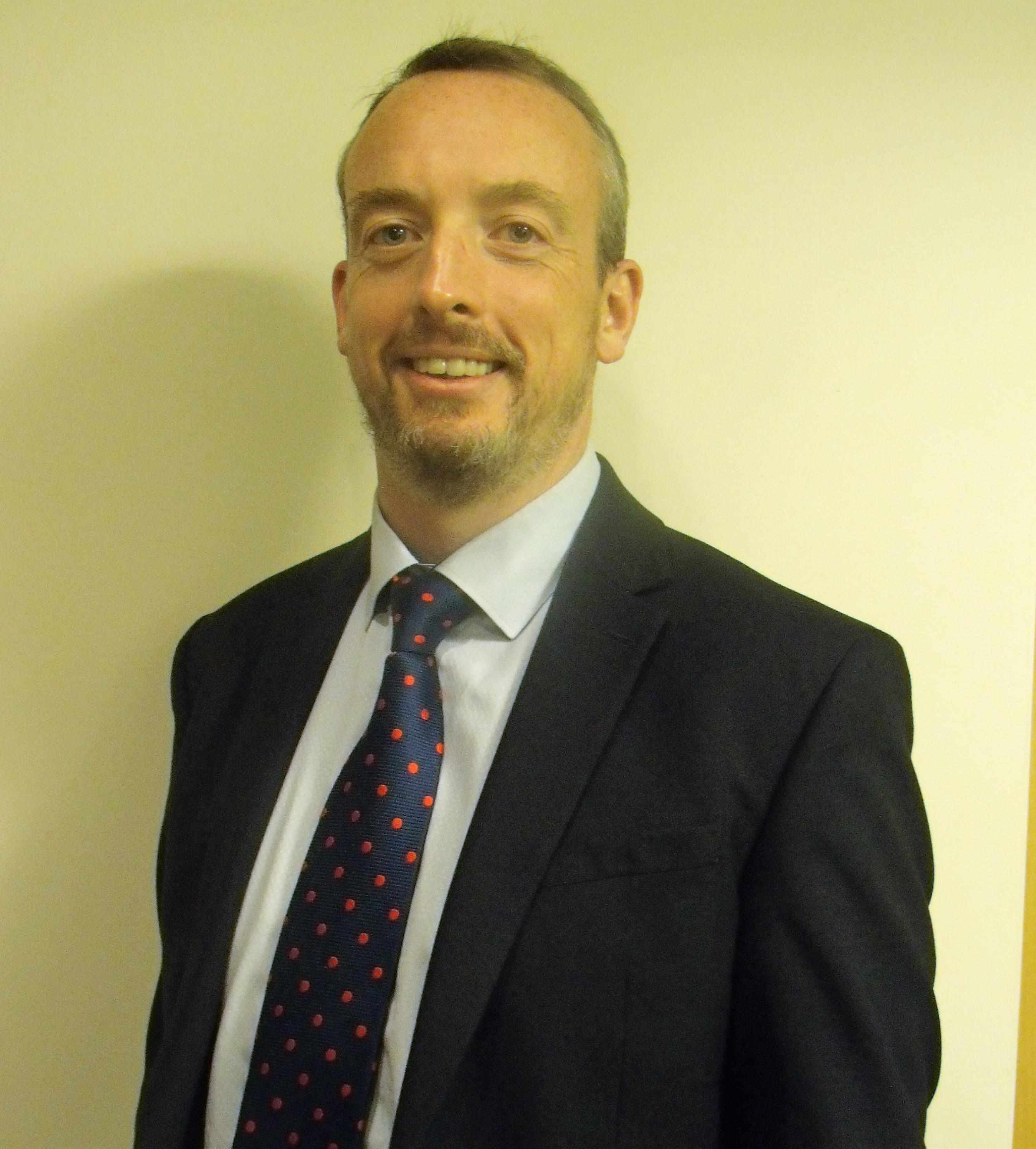 Mr Ian Hunter